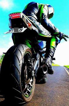 motorcycles-and-more: Kawasaki Ninja - Anioły spadają w górę!
