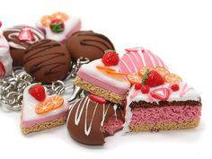 http://annaoriona.blogspot.com/  , strawberry dessert bracelet!