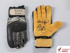 Benfica: adepto doa ao museu luvas que Robert Enke lhe ofereceu