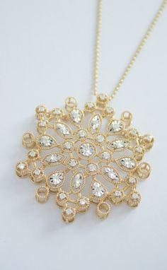#yellowgold #diamond #pendant #chain #liali #dubai #jewellery