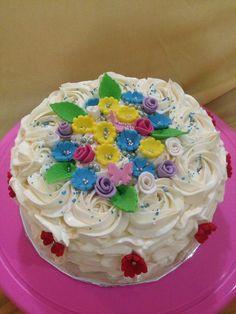 Round buttercream cake