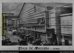 Biblioteca Departamental Jorge Garces Borrero y 2711296. Plaza de mercado de Palmira con los coches victoria a las afueras esperando para prestar el servicio de transporte y 604429. PALMIRA, 31-10-1955: Biblioteca Departamental Jorge Garces Borrero, 1955. 6X9.