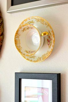 Tattooed Martha shows you how to Upcycle teacups into unique wall decor! Upcycled Home Decor, Diy Home Decor, Tea Cup Display, Plate Display, Teacup Crafts, Plates On Wall, Hanging Plates, Plate Wall Decor, Diy Hanging