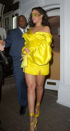 Rihanna looks sensational in a neon yellow silk mini dress at her Fenty Beauty launch in London Rihanna Dress, Mode Rihanna, Rihanna Outfits, Rihanna Riri, Rihanna Style, Mode Chic, Mode Style, Look Fashion, Fashion Outfits