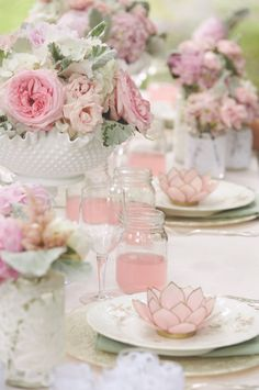 ♡  roses tablescape