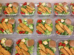 Crispy Chicken Salads at the High School. High School Lunches, School Menu, Cafeteria Decor, Cafeteria Food, School Lunchroom, Chicken Salads, Work Meals, Kids Menu, Lunch Room