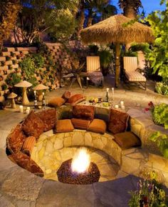 DIY fire pit designs ideas - Do you want to know how to build a DIY outdoor fire pit plans to warm your autumn and make s'mores? Find inspiring design ideas in this article. Backyard Seating, Backyard Patio Designs, Backyard Projects, Backyard Landscaping, Backyard Ideas, Firepit Ideas, Landscaping Ideas, Patio Ideas, Outdoor Seating