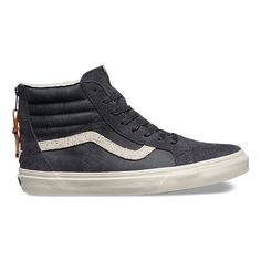 The Varsity Sk8-Hi Zip DX combines the legendary Vans lace-up high top with a…