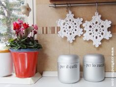 Tutorial – Christmas decorations (for Christmas 2014 now!), crochet snowflakes made with T-shirt yarn.