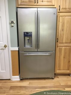 Painting a White Refrigerator with Liquid Stainless Steel - Southern Hospitality Appliance Makeover, Stainless Steal Appliances, Stainless Steel Paint, Outdoor Kitchen Design, Painting Appliances, Modern Outdoor Kitchen, White Refrigerator, Painted Fridge, Refrigerator Makeover