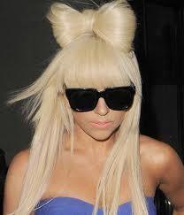 Perruque blonde avec frange Lady Gaga Célébrité robe fantaisie