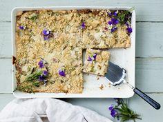 Alkukesän suosikkipiirakka onnistuu myös vegaanisena! Margarita, Bread, Food, Brot, Essen, Margaritas, Baking, Meals, Breads