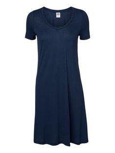 SVING KJOLE, Black Iris Black Iris, Short Sleeve Dresses, Dresses With Sleeves, Swing Dress, The Selection, Fashion, Gowns With Sleeves, Moda, Sleeve Dresses