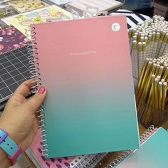 "Papeleireira on Instagram: ""A @ciceropapelaria tem uma linha muito fofa de cadernos tamanho colegial com espiral. Achei esse em tons pastel rosa e azul muito bonito. .…"" Stationary Store, Stationary Supplies, School Notebooks, Cute Notebooks, College School Supplies, Back To School Supplies, School Stationery, Cute Stationery, Lps Cakes"