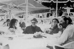 Lunch on the 17 May 1974 - : Από αριστερά προς δεξιά - Θεανώ Σουνά, Νίκος Καββαδίας, ζεύγος Παπαδημητρακοπούλου His Travel, Travel Around The World, Poet, Sailor, Painting, Greek, Memories, Reading, Random
