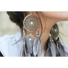 Feather earrings. Awesome! *Could totally see you wearing these Reen
