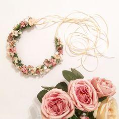Handmade flower crown from Vienna. ❤ Exclusive custom made wedding crowns for brides ❤ Blumenkranz handgemacht in Wien anfertigen lassen. Winter Wedding Hair, Boho, Handmade Flowers, Flower Crown, Wedding Hairstyles, Floral Wreath, Bridesmaid, Wreaths, Irene