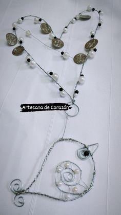 (754) Corazon colgante en alambre con perlas Jewelry, Hanging Hearts, Wire, Beading, Pearls, Accessories, Jewlery, Bijoux, Schmuck