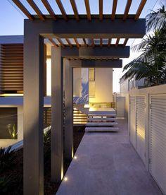 Entry roof: wood + cristal. Detalle techo con listones y cristal