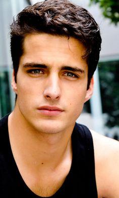 """homens mais bonito do mundo   Homem bonito. Já ouviu falar em """"Deus Grego""""? Não? Então veja o ..."""