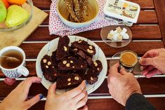 Κάσιους και σταφίδες, κακάο και Χωριό soft με φρέσκο βούτυρο αγελάδος ελαφρύ τα συστατικά αυτών των μπισκότων που θα συντροφεύσουν κάθε στιγμή μας!