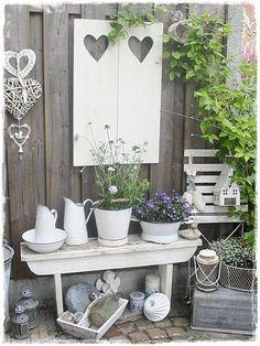 Jardin Style Shabby Chic, Decoration Shabby, Beautiful Decoration, Deco Champetre, Balcony Garden, Garden Table, Garden Projects, Garden Ideas, Porch Decorating