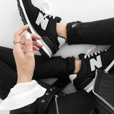 Top: visa lom, 1finedai, blogger,black sneakers, minimalist, new balance, new balance sneakers, black ripped jeans, white nails, ripped jeans, silver ring - Wheretoget