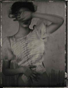 kitty-en-classe:    Sarah Moon, A black & white poem