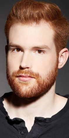 Cool Hairstyles with Beards: Having facial hair/beard is something not very difficult but daring. Hot Ginger Men, Ginger Beard, Ginger Hair, Cool Haircuts, Haircuts For Men, Cool Hairstyles, Pixie Cut Kurz, Red Hair Men, Mens Hair