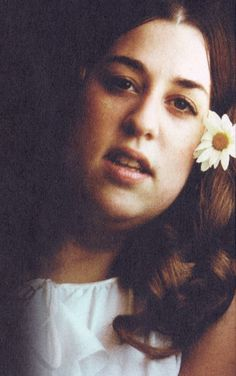 "Cass Elliot aka ""Mama Cass"". Great voice. ""birds singin in the sycamore tree, dream a little dream of me""."