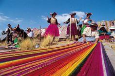 Encravada no Sul do Peru, Arequipa fica a 2,3 mil metros de altitude e está cercada por três vulcões: Pichu-Pichu e Chachani, já extintos, e El Misti, com o cume coberto de neve, a mais de 5,8 mil metros de altitude.
