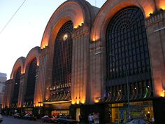 Abasto - Art Deco Building - Buenos Aires bet its beautiful @ night Central America, South America, Art Deco Buildings, Building Exterior, Art Deco Design, Beautiful Buildings, Architecture Art, Places To See, Art Nouveau