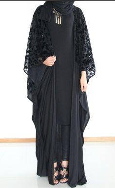 Image may contain: 1 person, standing Arab Fashion, Islamic Fashion, Muslim Fashion, Modest Fashion, Fashion Dresses, Muslim Dress, Hijab Dress, Abaya Designs Latest, Estilo Abaya