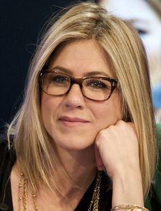 68cda34050f644 182 meilleures images du tableau star avec des lunettes   Girls with ...
