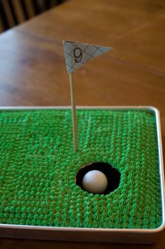 Golf Birthday Cake - use their age for their hole number. Thought of you when I saw this, @Jenna Nelson Nelson Larson
