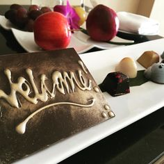 What a lovely #welcome #amenity !  Back in #luxuryhotels this week.  #travel #luxurytravel #businesstravel #hotels #housemadechocolates #fruit by luxe_ladies_on_the_fly