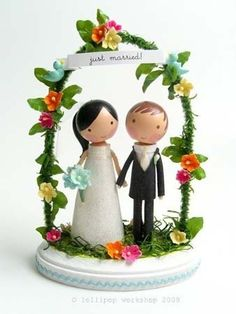 This customizable bride and groom cake topper would go perfectly with your Doodlekins labels and stationery!