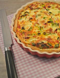 Quiche with smoked ham and spring onion - Tasty and Easy Diner Recipes, Dutch Recipes, Raw Food Recipes, Easy Dinner Recipes, Bread Recipes, Love Food, A Food, Food And Drink, Ham Quiche
