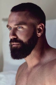 When many guys grow a beard, they think they have finally found the key to doing absolutely nothing when it comes to bathroom maintenance. Letting the beard grow is not a get-out-of-jail-free card for neglecting any type Scruffy Men, Hairy Men, Bearded Men, Handsome Man, Beard Styles For Men, Hair And Beard Styles, Moustaches, Patchy Beard, Mens Hairstyles With Beard