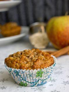 Tyhle muffiny jsou trochu netypické. Moc nevyběhnou (resp. vyběhnou, ale zase spadnou) a jsou velmi vláčné, žádná suchá buchta. Cupcake Cakes, Cupcakes, Breakfast, Food, Morning Coffee, Essen, Meals, Yemek, Cupcake