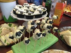 Shaun the sheep cupcakes and cake pops
