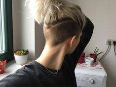Hair short lob undercut shaved sides 34 ideas for 2019 Girl Undercut, Shaved Undercut, Short Hair Undercut, Short Hair Cuts, Undercut Women, Tapered Undercut, Undercut Ponytail, Undercut Hairstyles Women, Growing Out Undercut