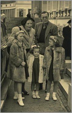 Koningin Juliana, Prins Bernhard, Prinsessen Beatrix, Margriet en Irene