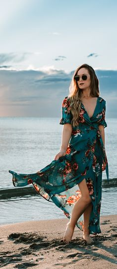 Pretty beach vacation outfit styled with blue floral wrap maxi dress and gold choker Shannon Jenkins of Upbeat Soles styles a cute vacation outfit with turquoise floral maxi dress and round Ray Ban sunglasses Cute Vacation Outfits, Beach Party Outfits, Summer Dress Outfits, Outfit Beach, Beach Holiday Outfits, Beach Ootd, Vacation Wear, Beach Casual, Vacation Style