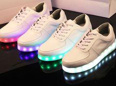 Tênis com LED: onde comprar e como usar http://www.dropsdasdez.com.br/drops-tips/tenis-com-led-onde-comprar-e-como-usar/