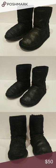 UGG YOUTH BLACK KIDS USA 2 BLACK GLITTER SPARKLE UGG AUSTRALIA CLASSIC SHORT BLACK SIZE USA 2 BLACK GLITTER BOOTS EUC LOTS OF LIFE LEFT UGG Shoes Boots
