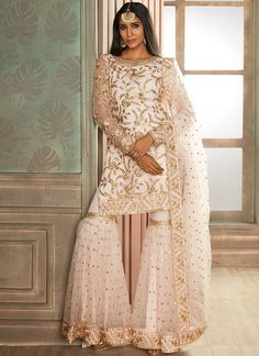 Gharara Suit: Buy Designer Gharara Dress Online in USA, UK, and Canada Pink and Gold Heavy Embroidered Gharara Suit – Lashkaraa Pakistani Fashion Party Wear, Pakistani Formal Dresses, Indian Party Wear, Indian Fashion Dresses, Dress Indian Style, Pakistani Dress Design, Indian Wedding Outfits, Indian Designer Outfits, Pakistani Outfits