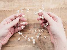 DIY-Anleitung: Haarschmuck mit Perlen herstellen, Brautschmuck für die Hochzeit / diy tutorial: making hair accessories with pearls for your wedding via DaWanda.com