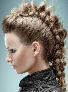 fonott+frizurák+-+mohikán+hajfonat+hosszú+női+hajból