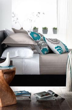 God I love that turquoise/grey pillow!
